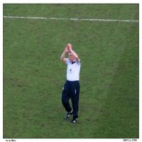 Neil Applauds