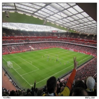 Leeds Fans Eye The Emirates